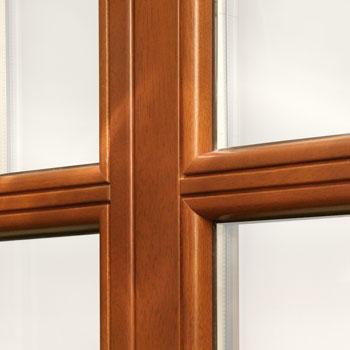 okno drewniane ze szprosem
